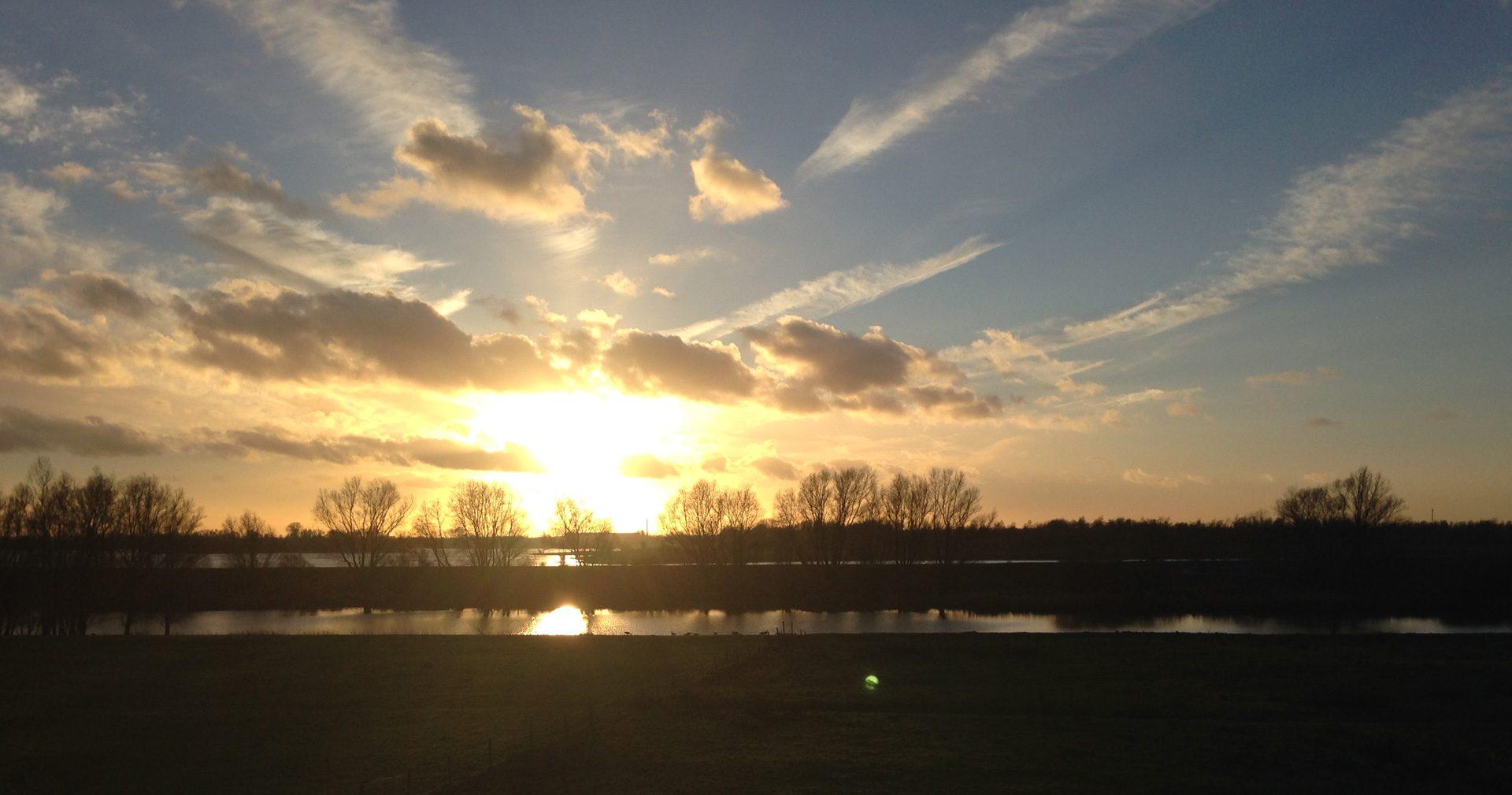 Byland bij Lobith zonsondergang, Nederland