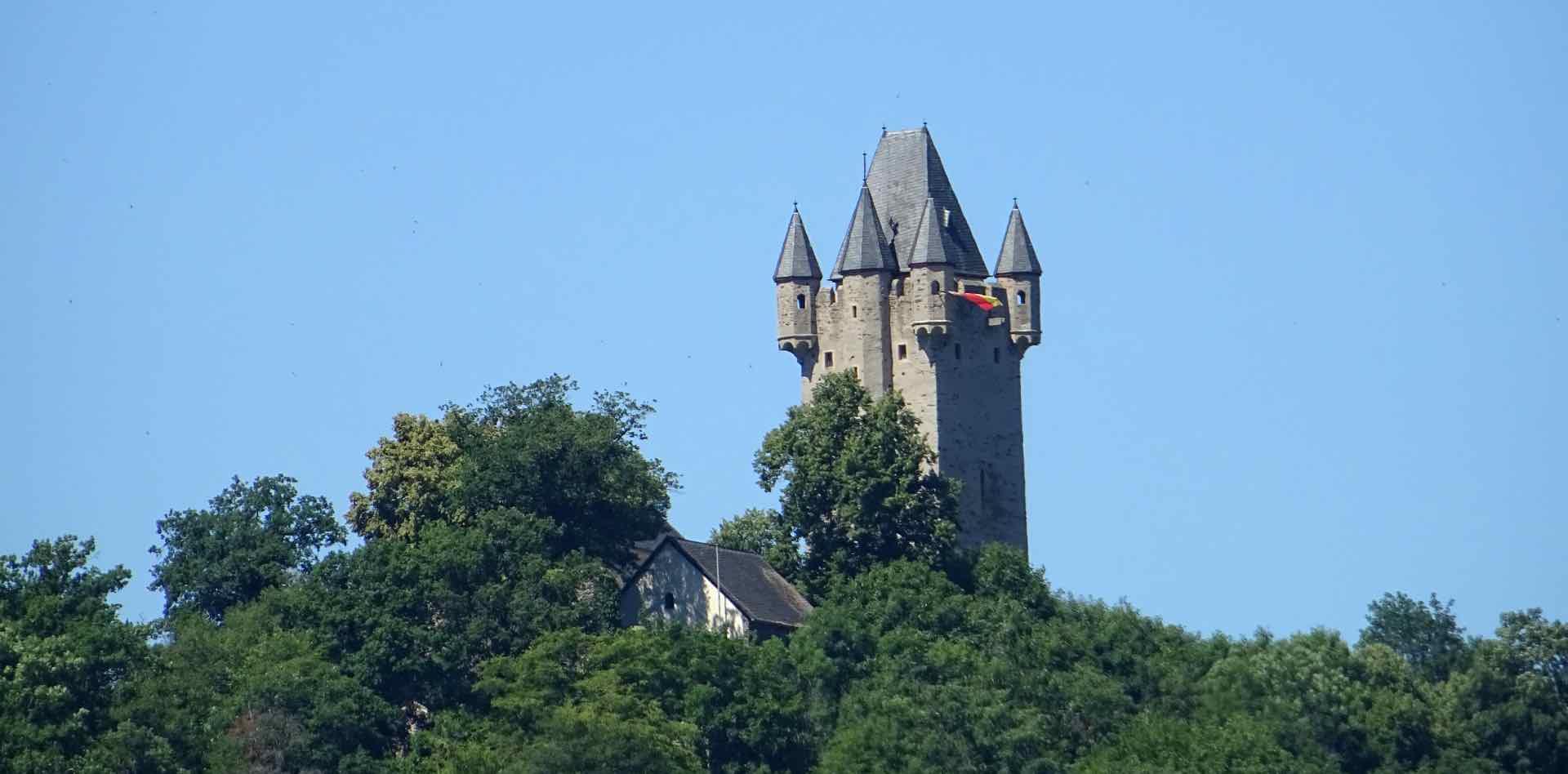 Kasteel Nassau gebouwd door het huis Nassau voorouders van het Nederlandse en Luxemburgse koningshuis