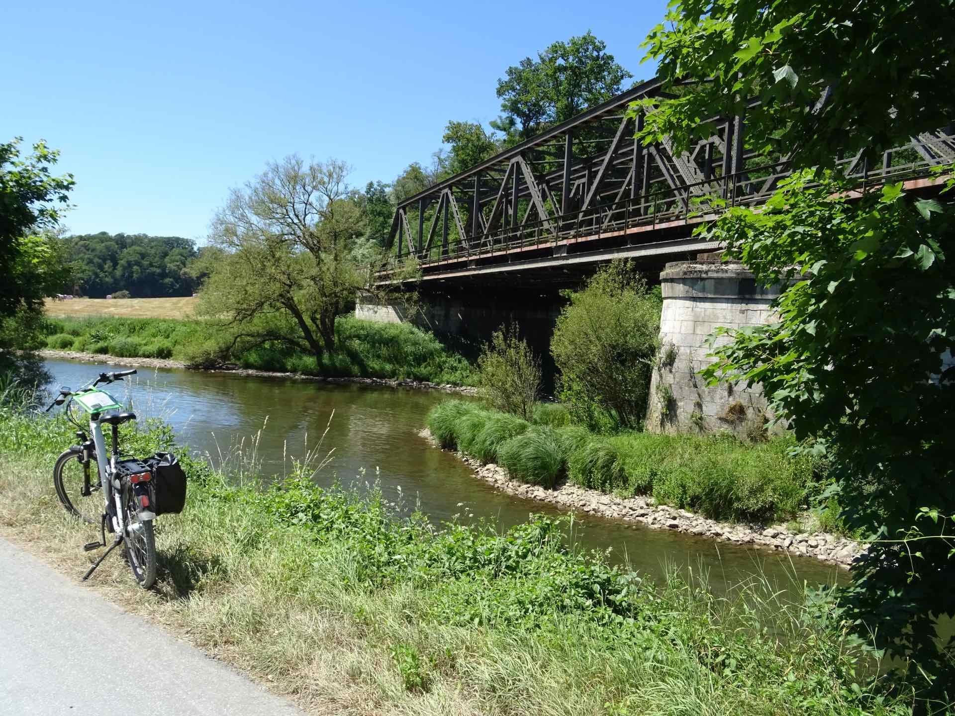 Lahntalradweg - spoorbrug over de Lahn